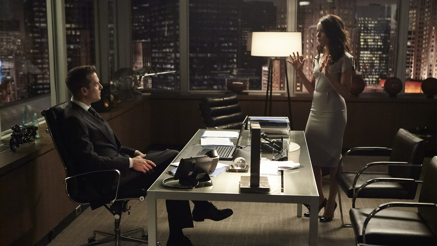 """SUITS -- """"Bad Faith"""" Episode 309 -- Pictured: (l-r) -- (Photo by: Ian Watson/USA Network)"""