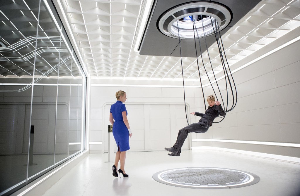 Jeanine (Kate Winslet, left) and Tris (Shailene Woodley, right) in THE DIVERGENT SERIES: INSURGENT. Photo Credit: Andrew Cooper